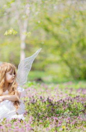 Conte thérapeutique pour enfants – La petite fée qui venait de très loin